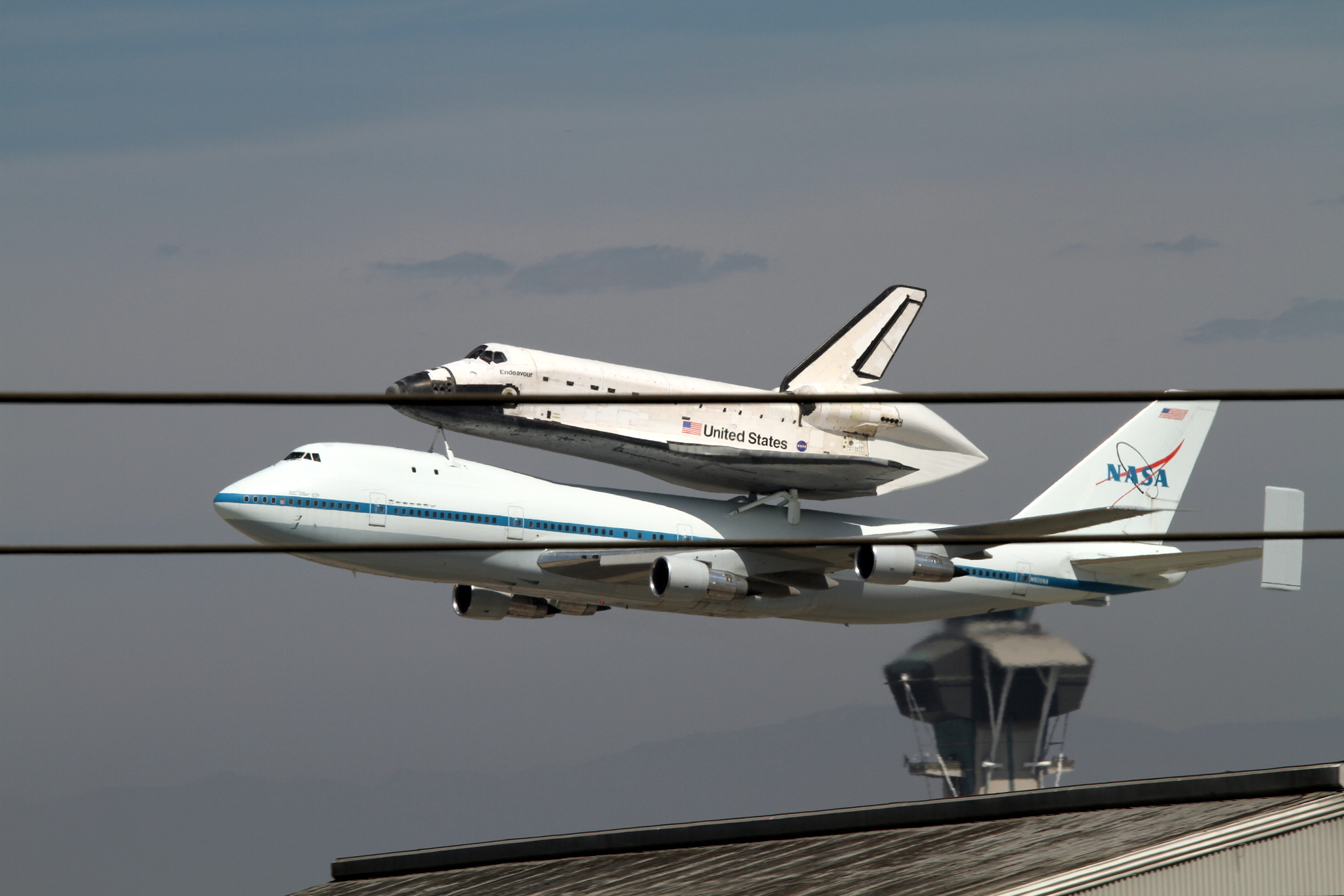 space-shuttle-endeavour-lax